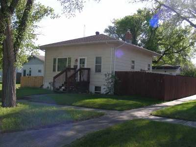 Bismarck ND Single Family Home For Sale: $207,500