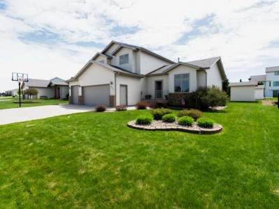 Bismarck ND Single Family Home For Sale: $388,000