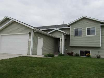 Bismarck ND Single Family Home For Sale: $345,000