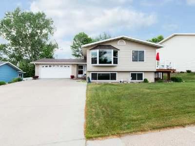 Mandan Single Family Home For Sale: 705 8 Ave NE