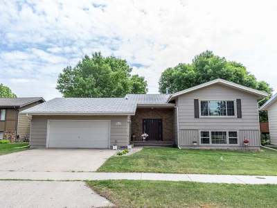 Bismarck Single Family Home For Sale: 1429 Richmond Dr