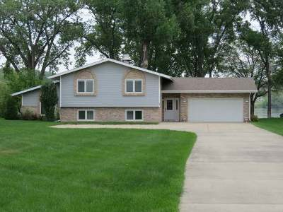 Mandan Single Family Home For Sale: 31 Captain Leach Drive