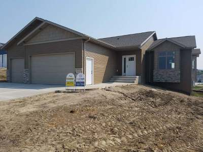 Mandan Single Family Home For Sale: 1616 Plains Bend SE