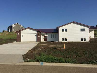 Mandan Condo/Townhouse For Sale: 3011 Jude Ln NW