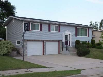 Mandan Single Family Home For Sale: 4200 38 Ave NW