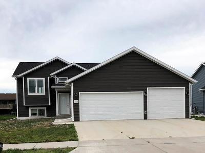 Bismarck Single Family Home For Sale: 3107 Kamrose Dr