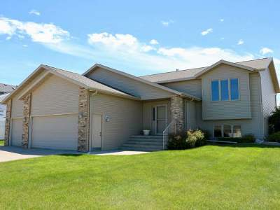 Bismarck Single Family Home For Sale: 925 Mustang Dr