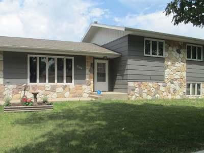 Bismarck Single Family Home For Sale: 206 Denver Av E