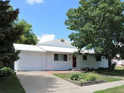 Bismarck Single Family Home For Sale: 2106 5th St N