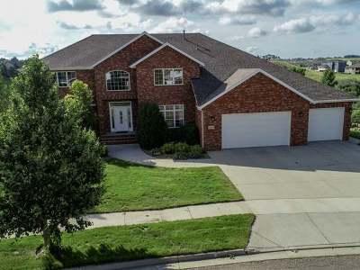 Bismarck Single Family Home For Sale: 1283 Eagle Crest Lp