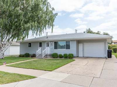 Bismarck Single Family Home For Sale: 1737 9th St N