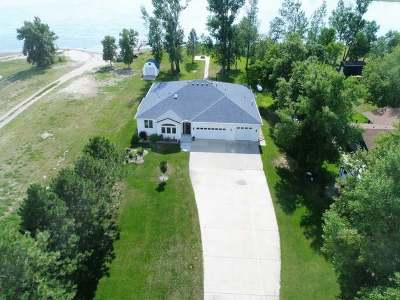 Bismarck Single Family Home For Sale: 8636 Island Rd