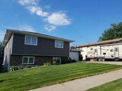 Bismarck Single Family Home For Sale: 2414 Grant Dr