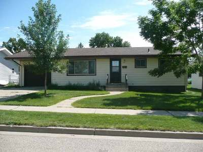 Bismarck Single Family Home For Sale: 911 28th St N