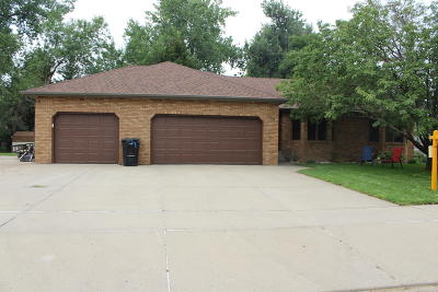 Bismarck Single Family Home For Sale: 660 Oberhausen Dr