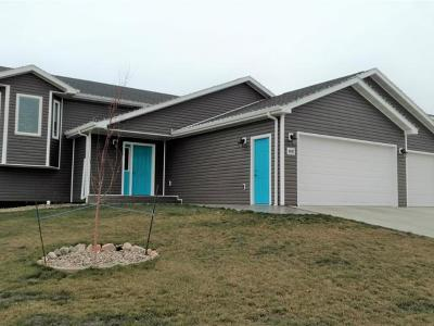 Mandan Single Family Home For Sale: 4602 Crown Point Rd NW