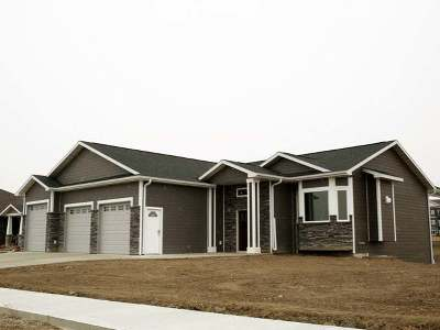 Bismarck Single Family Home For Sale: 4054 Knudsen Lp