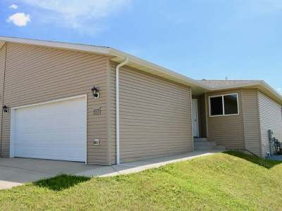 Mandan Condo/Townhouse For Sale: 4513 Impala Ct NW