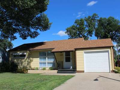 Bismarck Single Family Home For Sale: 1305 11th St N