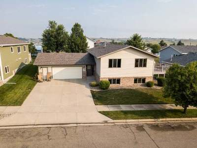 Mandan Single Family Home For Sale: 2004 Union Loop NW