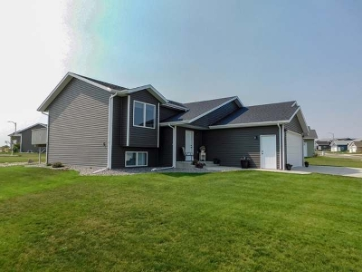 Bismarck ND Single Family Home For Sale: $319,900
