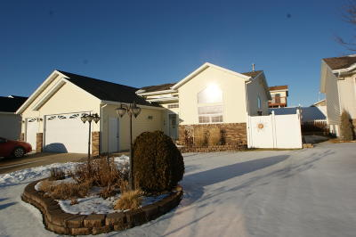 Bismarck Single Family Home For Sale: 2414 Lacorte Loop NE