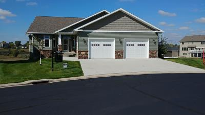 Bismarck Single Family Home For Sale: 3400 Edgewood Village Court