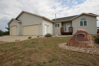 Bismarck Single Family Home For Sale: 4295 Stonewood Way