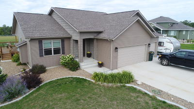 Bismarck Single Family Home For Sale: 7420 Country Hills Drive