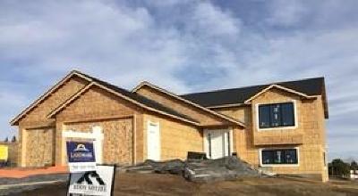 Bismarck Single Family Home For Sale: 4723 Marsh Hawk Drive