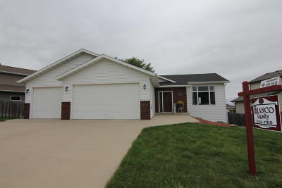 Bismarck Single Family Home For Sale: 3000 Remuda Drive