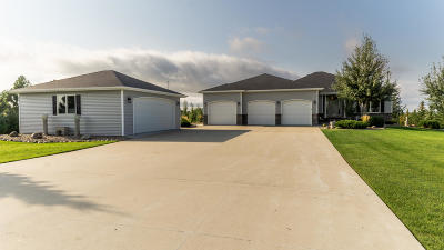 Bismarck Single Family Home For Sale: 5915 Dakota Country Drive