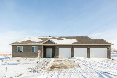 Mandan Single Family Home For Sale: 4702 Crown Point Road NW