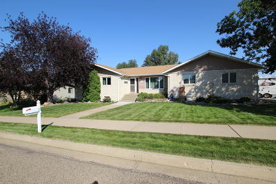 Mandan Single Family Home For Sale: 1300 1 Avenue NE