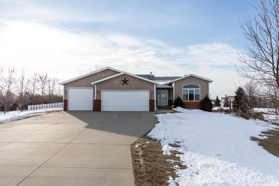Bismarck Single Family Home For Sale: 7521 Beacon Loop