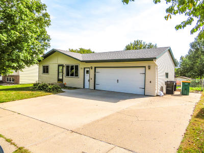 Bismarck Single Family Home For Sale: 3229 Begonia Avenue