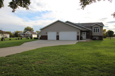 Bismarck Single Family Home For Sale: 6312 Fox Meadow Place Place