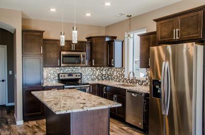 Mandan Single Family Home For Sale: 2501 Water Park Loop SE