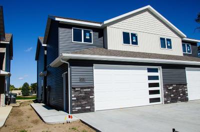 Mandan Single Family Home For Sale: 2435 Water Park Loop SE