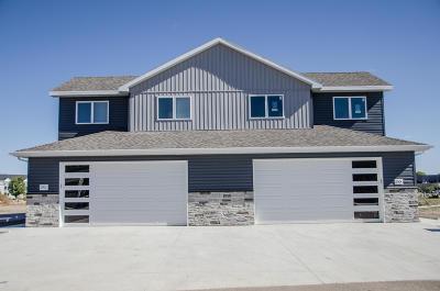 Mandan Single Family Home For Sale: 2504 Water Park Loop SE