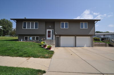 Mandan Single Family Home For Sale: 708 Lohstreter Road