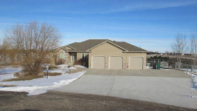 Bismarck Single Family Home For Sale: 7323 Trappers Circle