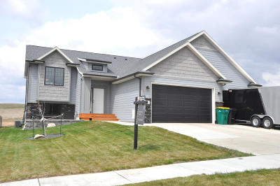 Bismarck Single Family Home For Sale: 4624 Kites Lane