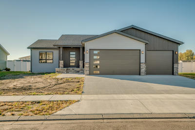 Bismarck Single Family Home For Sale: 2512 Peach Tree Drive