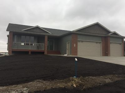Bismarck Single Family Home For Sale: 5211 Basalt Drive