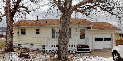 Mandan Single Family Home For Sale: 105 8th Street NW