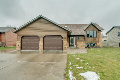 Bismarck Single Family Home For Sale: 572 Macon Drive