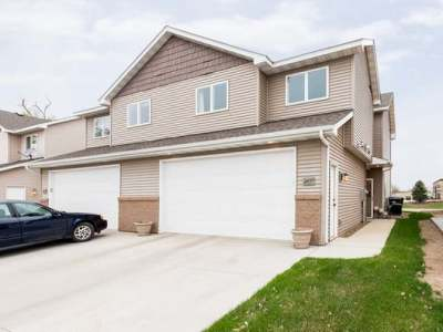 Mandan Single Family Home For Sale: 2437 Water Park Loop SE