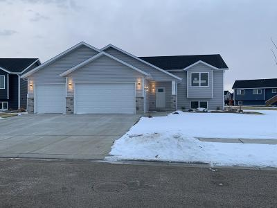 Bismarck Single Family Home For Sale: 3712 Leighton Drive