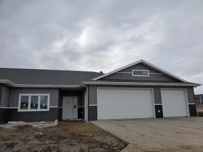 Bismarck Single Family Home For Sale: 417 Buckskin Loop